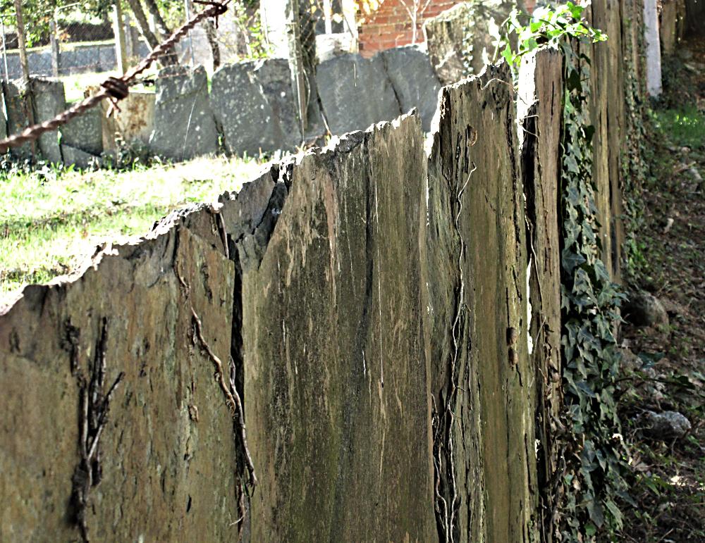 Slate Fence i Spain